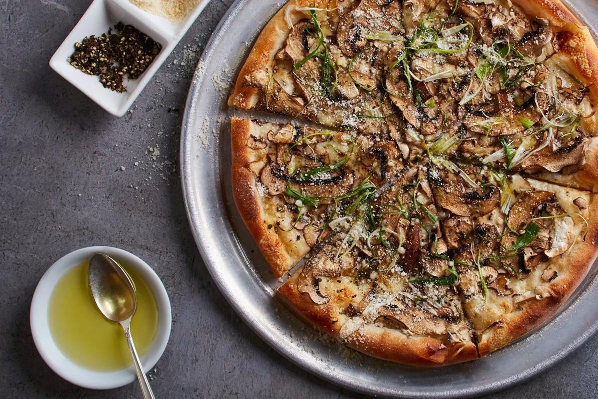 Pizza-Wild-Mushroom-con-masa-de-coliflor